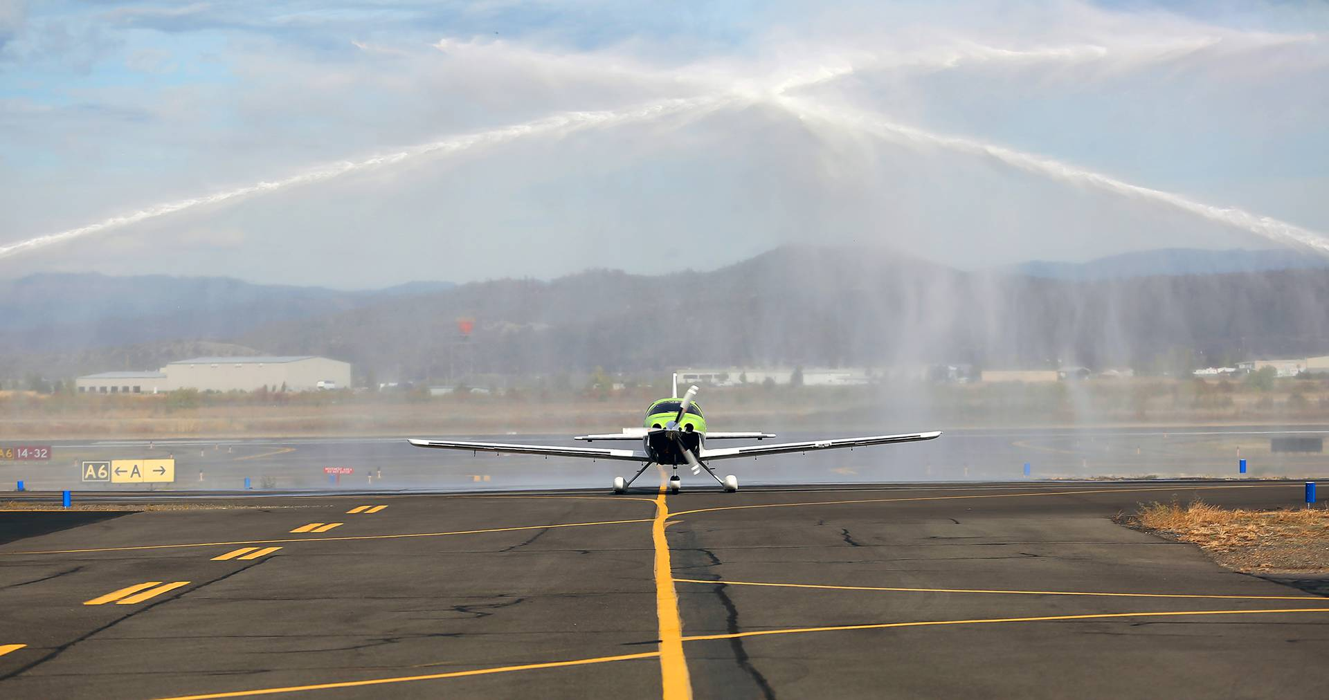 Cessna TTx taxiing through water salute