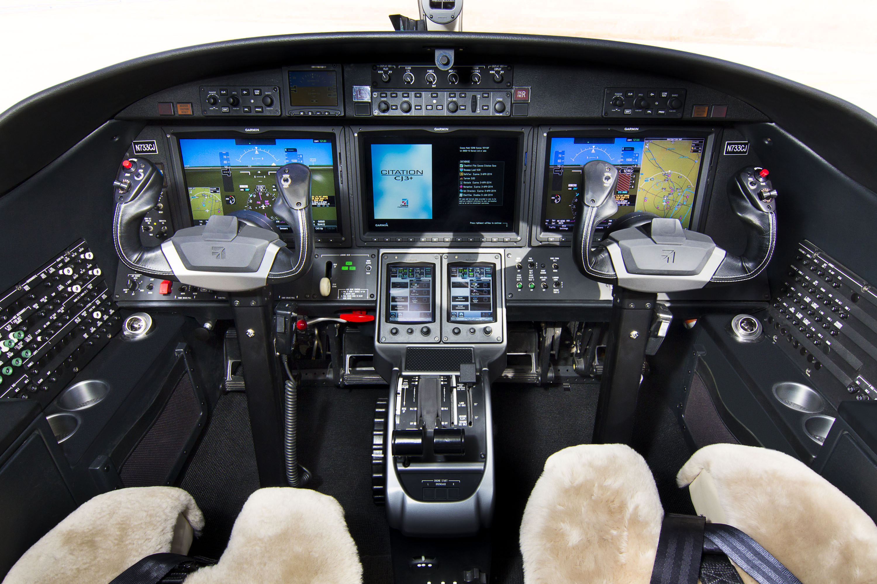 http://txtav.com/-/media/textron-aviation/images/news-events/media-gallery/jets/citation-cj3/czry_mg_1880-final.ashx